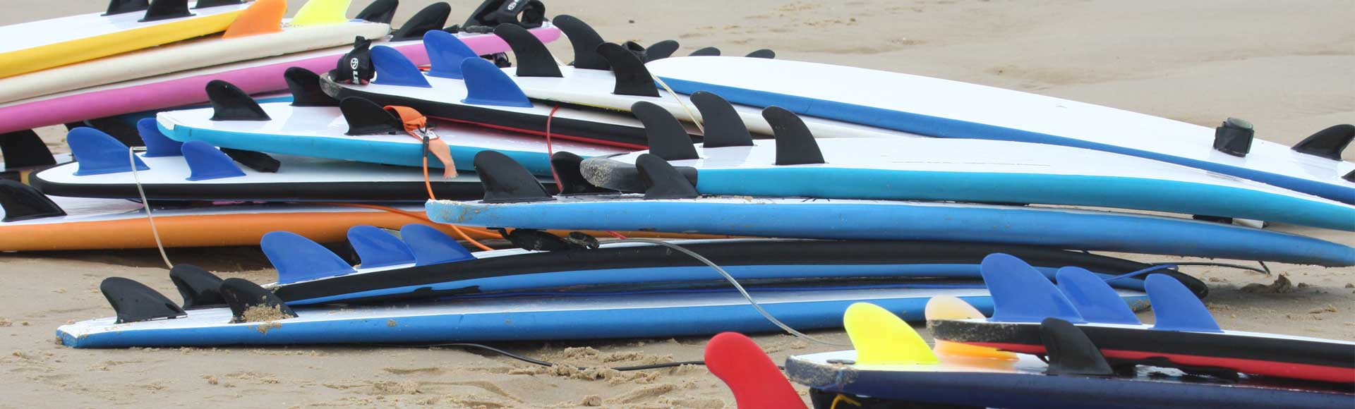 matos-planches-cours-surf-messanges