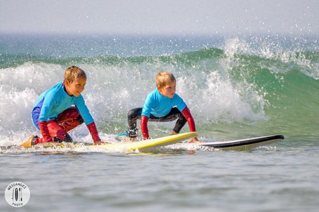 deux-frere-en-cours-surf-vague-messanges