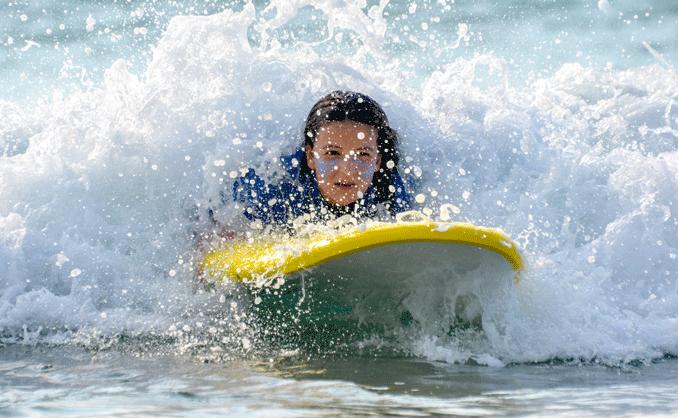 surfeur-niveau-debutant-savoir-prendre-mousse-2