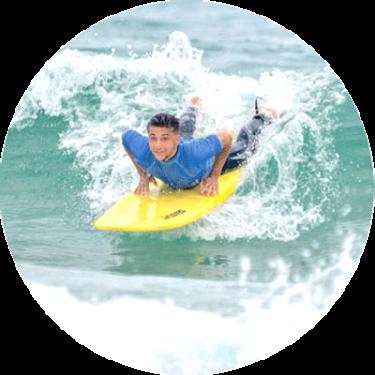 surfeur-niveau-debutant-savoir-prendre-vague